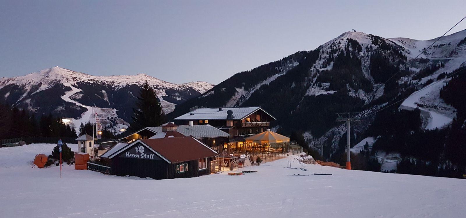 Alpenoase Sonnhof im Winter-nacht