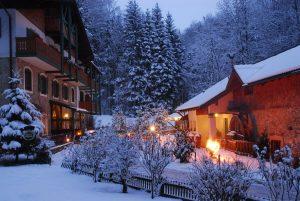 Hotel Hammerschmiede im Winter von außen