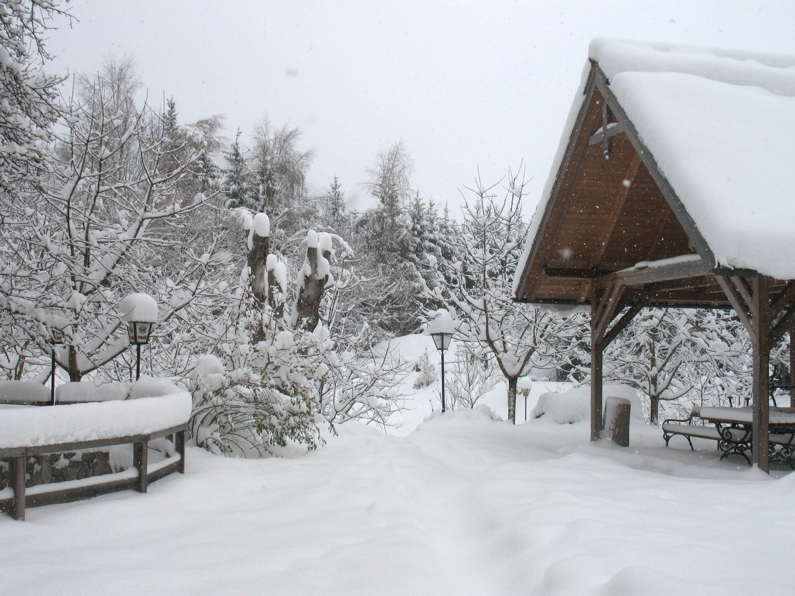 Steinschalerhof Winterlicher Südgarten