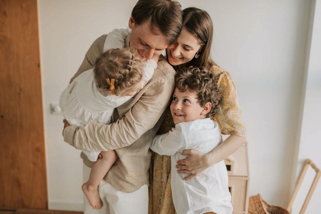 Familienumarmung