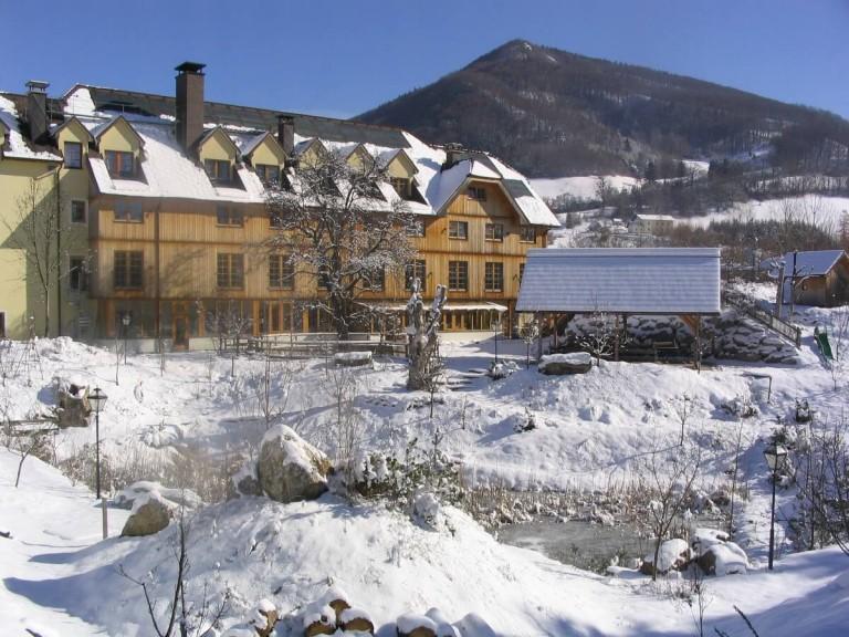 Südbau des Hotel Steinschalerhofs im Winter