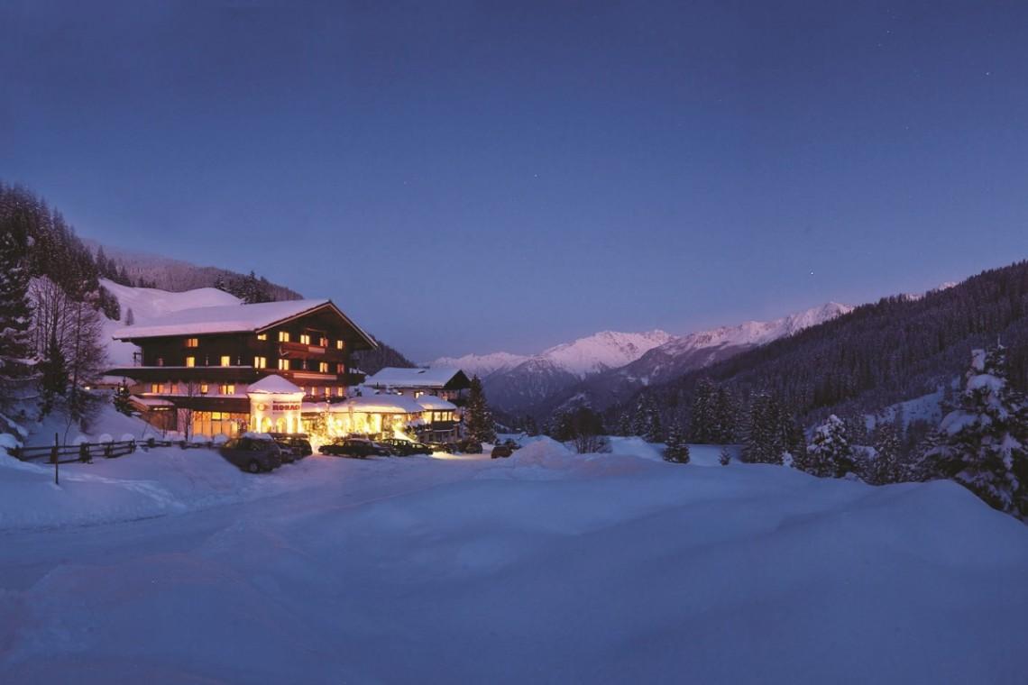 Mountainclub Ronach Winter Nacht